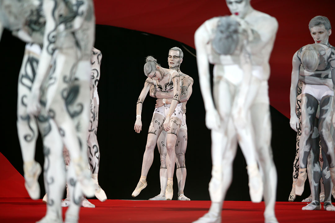 Beautiful Art at the Vienna Lifeball
